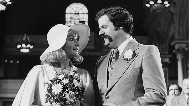 Doudou Désiré (Louise Deschâtelets) et Jean-Marie Dupuis (Claude Michaud) dans «Rue des pignons» en 1977.