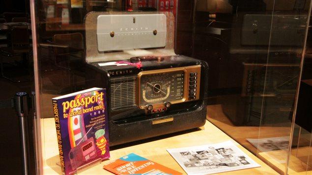 Lors d'une exposition présentée cette semaine par Radio Canada International à l'occasion de son 70e anniversaire de naissance, on pouvait voir de vieux postes récepteurs de radio sur lesquels on a pu capter autrefois d'anciennes émissions de RCI diffusées sur ondes courtes.