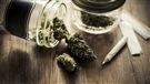 Ottawa prie Vancouver de fermer les dispensaires de marijuana