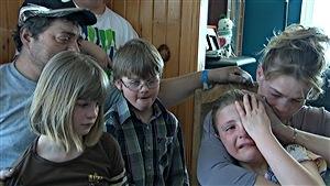Toujours ébranlés, c'est en famille qu'ils ont accepté de parler du terrible incendie qui a coûté la vie à deux enfants.
