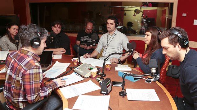Autour de la table de Matthieu Dugal : Catherine Mathys, Martin Lessard, Jean-François Renaud, Louis Melançon, Nellie Brière et Fabien Loszach