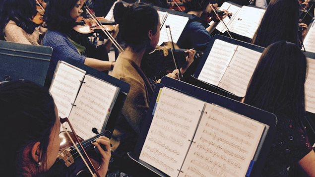 Des élèves de l'école secondaire Joseph-Francois-Perrault en répétition