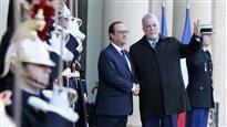 Rencontre au sommet à Paris entre Couillard et Hollande