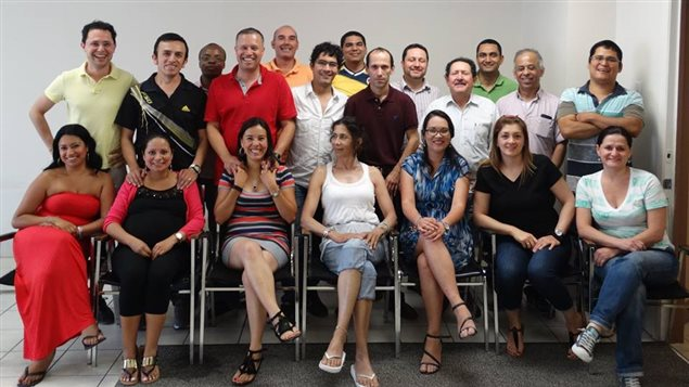 Equipo de fundadores de la Cooperativa Intégrons, un esfuerzo creado por inmigrantes con el sueño de mejorar sus condiciones de vida en Canadá.