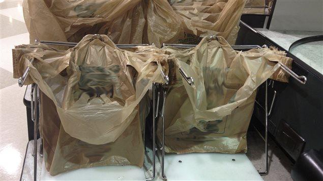 La Ville de Montréal va bannir les sacs en plastique