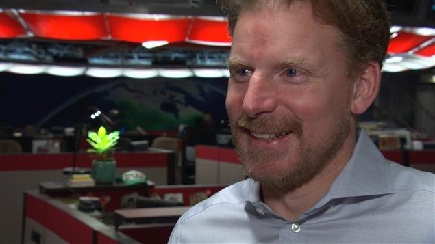 Daniel Alfredsson, ancien capitaine des Sénateurs d'Ottawa, de passage à la station de CBC/Radio-Canada d'Ottawa. (05-03-15)