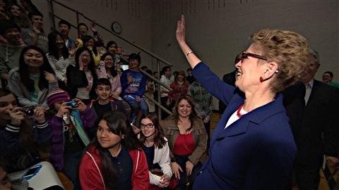 La première ministre ontarienne, Kathleen Wynne, était de passage à l'Université d'Ottawa pour discuter de la place des femmes en politique. (05-03-15)