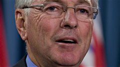 Jean Perrault a été maire de Sherbrooke de même que président de la Fédération canadienne des municipalités. Il préside le groupe de travail sur la simplificaiton des mécanismes de reddition de comptes pour les municipalités.