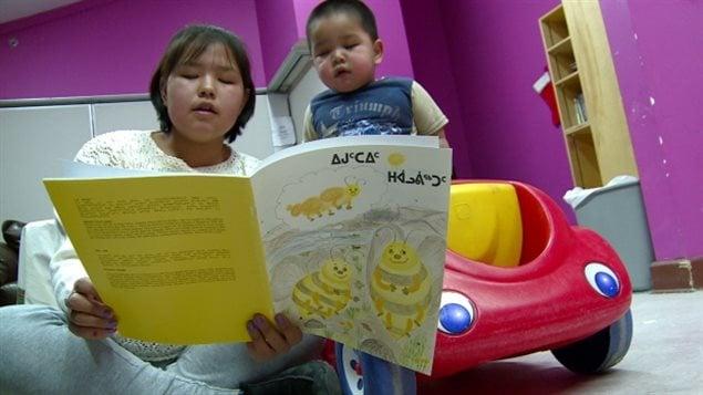 Nunavut: projet d'un alphabet unifié pour écrire l'inuktitut