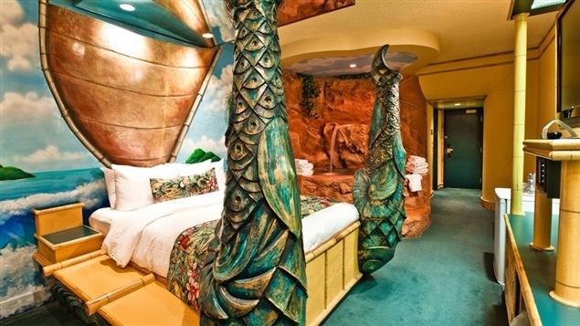 Une chambre polynésienne du Fantasyland Hotel d'Edmonton