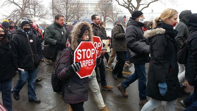 Des manifestants contre la loi C-51 à Montréal en mars dernier.