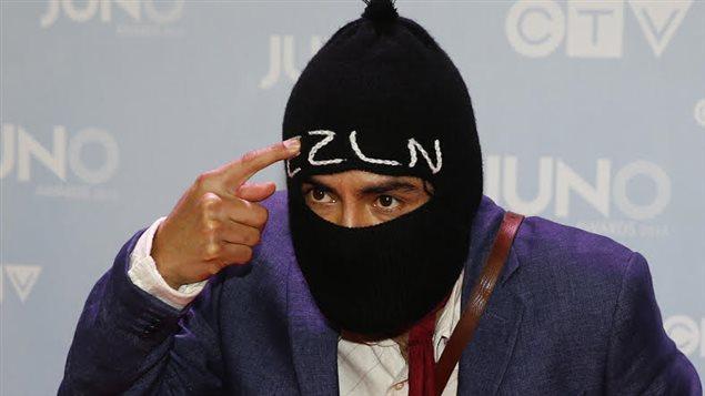 En la entrega de los premios Juno, el músico lució un pasamontañas al estilo zapatista.