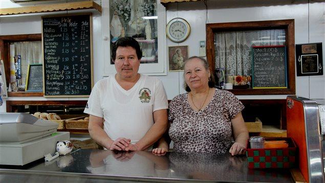 Antonio et Anna, propriétaires de la pâtisserie portugaise Notre-Dame-du-Rosaire à Montréal
