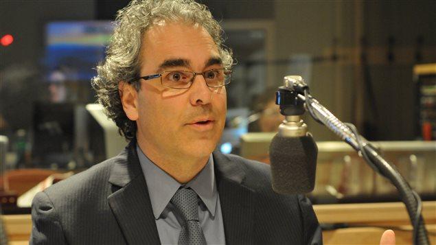 Luc Godbout présente son rapport sur la fiscalité au Québec.