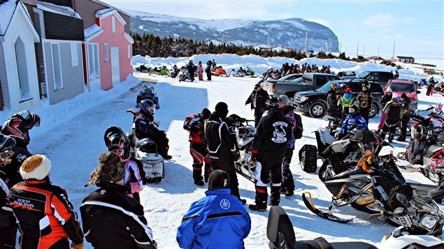 La course des motoneigistes aura lieu à Terre-Neuve-et-Labrador, la région que Jacques Cartier avait présentée comme étant « La terre que Dieu donna à Caïn », d'où L'Aventure de Caïn