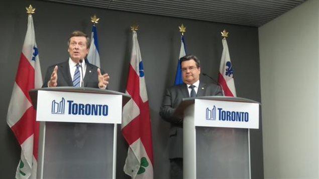 A la izquierda, John Tory, recientemente elegido alcalde de Montreal. A la derecha, el alcalde de Montreal, Denis Coderre.