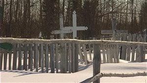 Le cimetière de Shamattawa au Manitoba. Quatre jeunes de la communauté se sont enlevés la vie dans les dernières six semaines et quatre autres ont tenté de mettre fin à leur jours la semaine dernière selon le chef de la Première Nation.