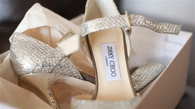 Des souliers du designer Jimmy Choo, dans leur boîte