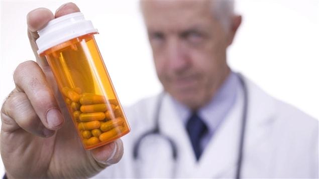 De tous les médecins, ce sont les anesthésistes qui sont le plus à risque de développer une dépendance aux drogues et aux médicaments.