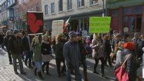 Manifestation dans le calme contre la brutalité policière et l'austérité à Québec