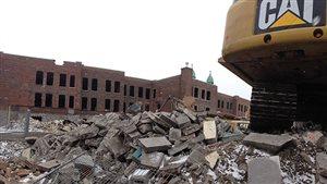 Les travaux de démolition de l'école primaire Baril, dans Hochelaga-Maisonneuve, à Montréal