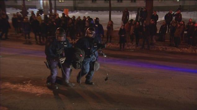Arrestations de manifestants lors d'une procession nocturne à Québec, mardi soir dernier