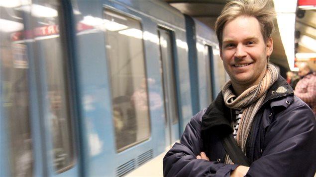 Le professeur d'histoire Laurent Turcot jase civilité dans le métro avec Hugo Lavoie.