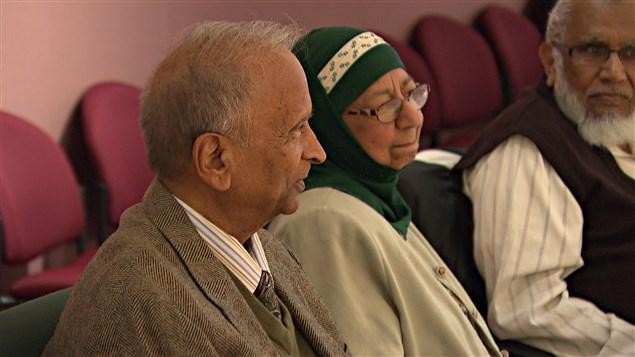 Des aînés de la communauté musulmane d'Ottawa, lors d'une réunion à l'hôtel-de-ville.