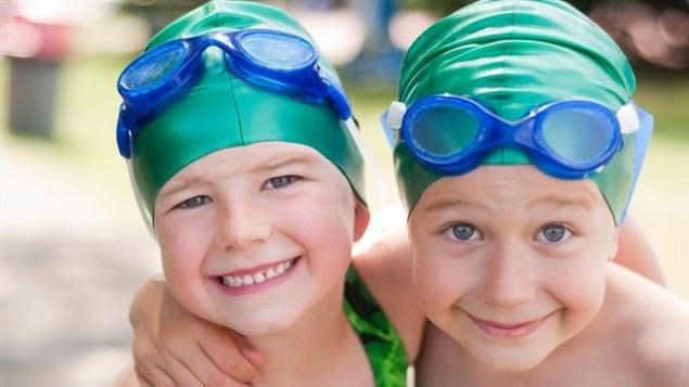 Des enfants à la natation