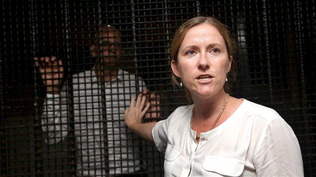 Tracy, la femme de Neil Bantleman (en cage), après le verdict