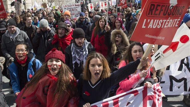Manifestation contre les mesures d'austérité du gouvernement Couillard, à Montréal, le 2 avril 2015