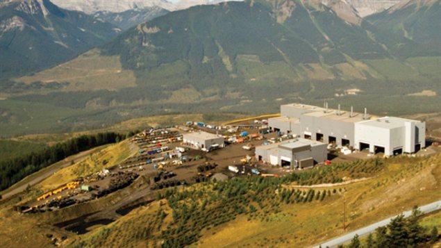 La mine de charbon Greenhills de l'entreprise Teck Resources est située dans les Kootenays à 35 kilomètres au nord de Sparwood, en Colombie-Britannique.