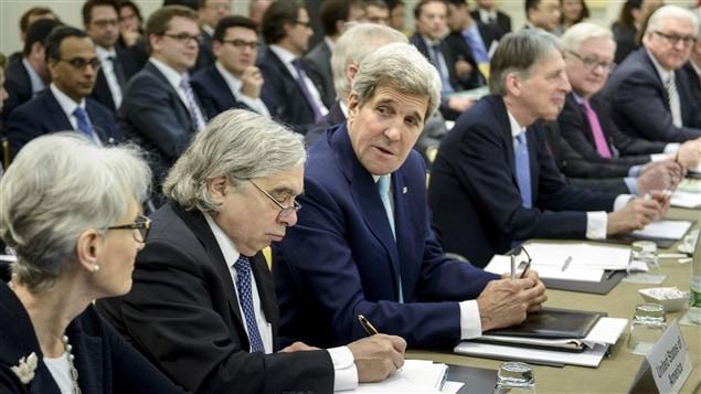 Les représentants des pays du P5 1 et de l'Iran lors des négociations sur le programme nucléaire iranien à Lausanne