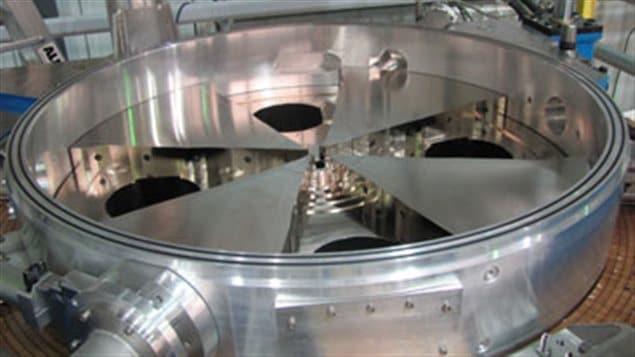 Un cyclotron : un accélérateur de particules à la parois circulaire
