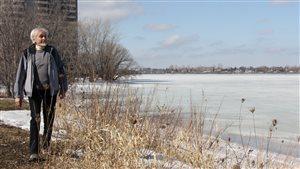 Henri Vanderhaghen au bord de la rivière des Prairies