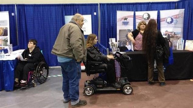 La foire de l'emploi pour personnes handicapées a attiré une cinquantaine d'employeurs potentiels à Regina en avril dernier.