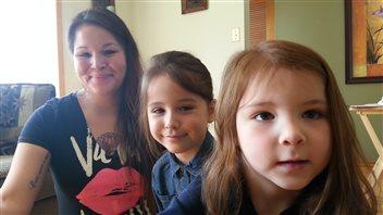 Krista Shore veut être un modèle pour ses filles Arayah, 5 ans, et Sequoia, 4 ans.