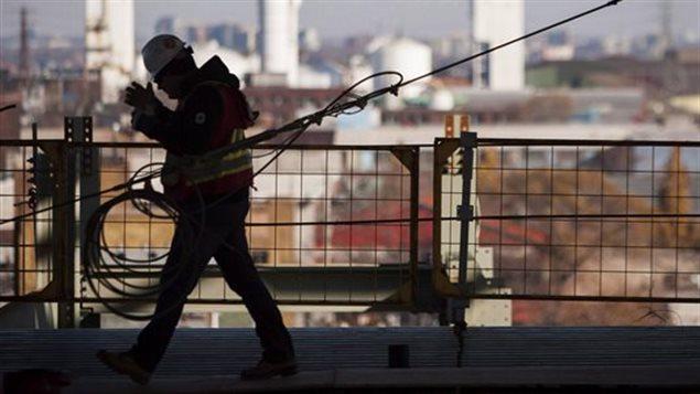 Un travailleur sur un site de construction