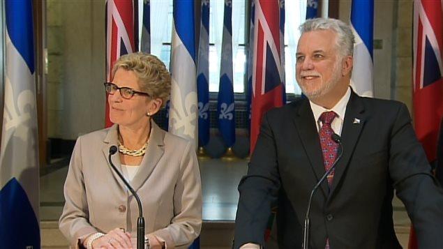 Les premiers ministres Philippe Couillard et Kathleen Wynne