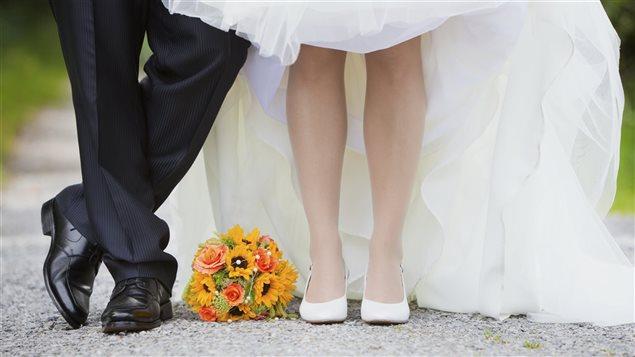 Selon les interprétations des propos de la ministre de la Justice, mariés à l'église, peut signifier que vous n'êtes pas du tout mariés, par conséquent, aucun de vous n'est protégé par le droit, à moins que votre déclaration de mariage ait été transmise à l'état civil.
