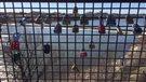 Sceller son amour sur un pont de Saskatoon