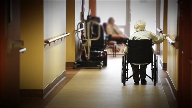 Une personne âgée dans une résidence pour aînés