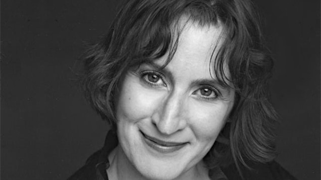 Sasha Dominique est une comédienne qui évolue au sein de compagnies de théâtre de la région d'Ottawa ainsi qu'à Montréal.