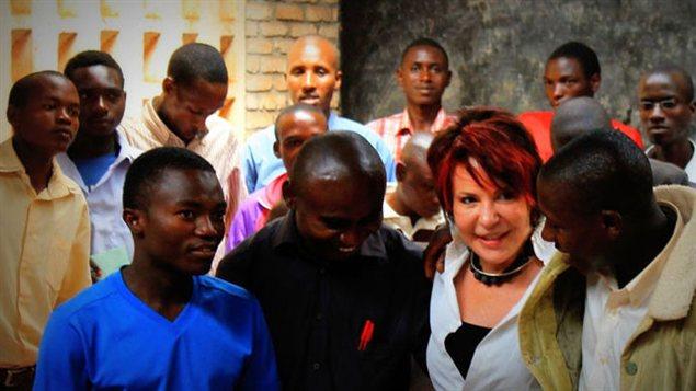 Yvelyne Wood dans le camp de réfugiés Musasa, au Burundi.