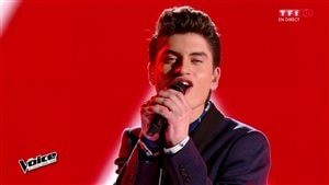 Le jeune chanteur David Thibault sur le plateau de l'émission The Voice, en France.