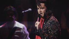 Martin Fontaine dans le spectacle Elvis Experience.