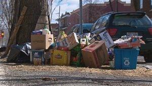 Les ordures ont jonché pendant plusieurs jours les trottoirs des quartiers centraux de Québec la semaine dernière.