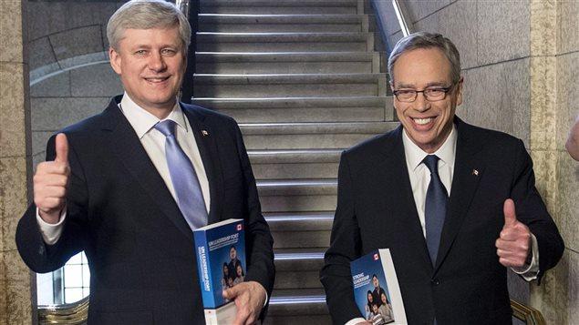 Le premier ministre Stephen Harper et son ministre des Finances Joe Oliver présentent leur budget 2015-2016.