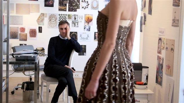 Le designer de mode Raf Simons dans le documentaire <i>Dior et moi</i>, de Frédéric Tcheng