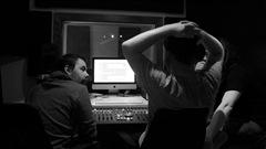 Le groupe de Québec Harfang lance ce soir au Cercle son deuxième mini-album EP : Flood.  C'est le résultat d'une année de travail durant laquelle les membres du groupe ont rassemblé plusieurs collaborateurs. On reçoit ce matin Samuel Wagner (guitare et voix) Alexis Taillon-Pellerin (basse, percussions, voix), David Boulet-Tremblay, guitare.